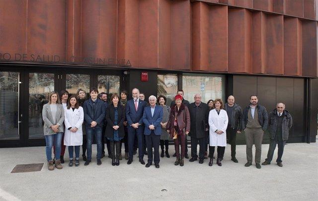 Uxue Barkos y Fernando Domínguez visitan el nuevo centro de salud de Lodosa