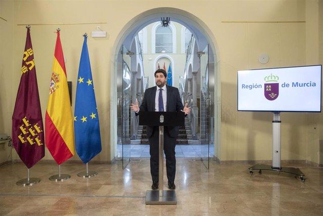 El presidente del Gobierno regional, durante la rueda de prensa