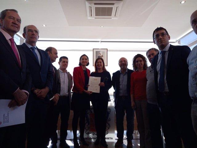 Signatura de l'acord de reindustralizació de Lloseta