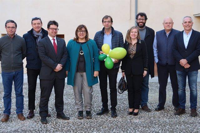 La consellera Busquets amb membres dels Clústers de Balears