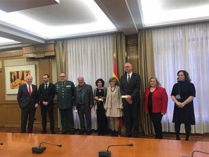 Sanidad entrega las medallas de oro del PND al Observatorio Europeo de Drogas y la Dirección General de Tráfico
