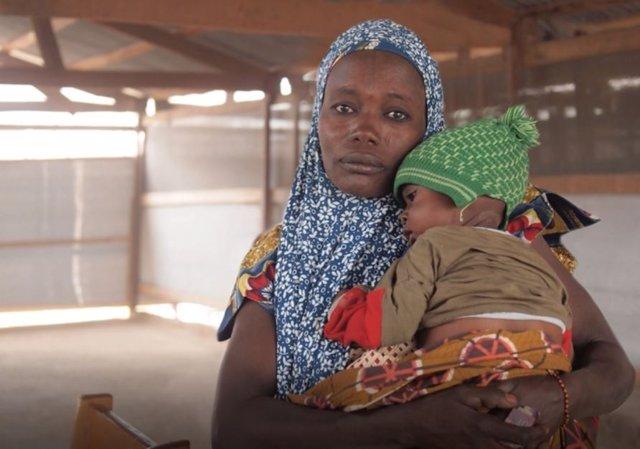 Mujer y niño de Níger de la campaña sobre 30  conflictos olvidados