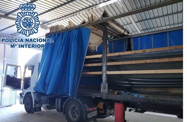 Nota De Prensa: Localizada En El Poblado De Doña Blanca Una Embarcación Y Tres M