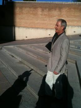 Julio Bernardo, llegando al juzgado para declarar por 'Mercamed'