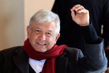 """López Obrador evita valorar los mensajes de Trump sobre el muro por considerarlo """"política interna"""""""