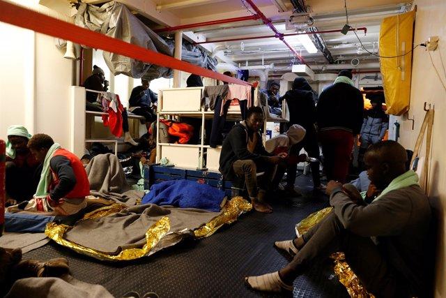 Migrantes rescatados por el Sea Watch