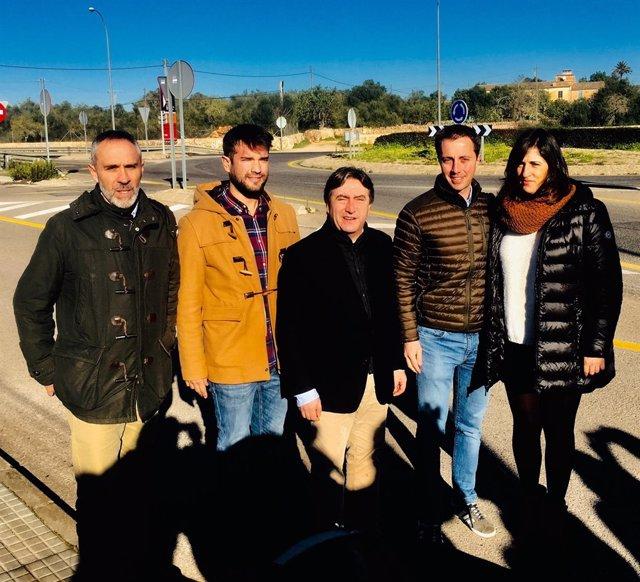 Mauricio Rovira y Lloren Galmés, entre otros cargos del PP en rueda de prensa