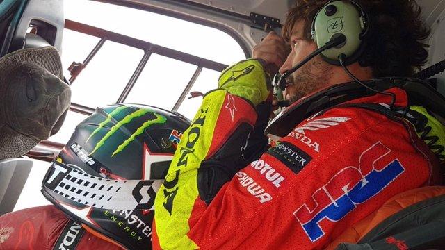 Joan Barreda a bordo del helicóptero tras abandonar el Dakar 2019
