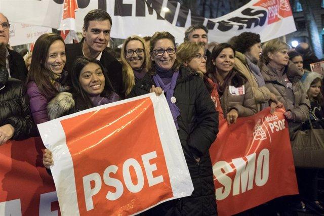 Pedro Sánchez, en la manifestación del 8M