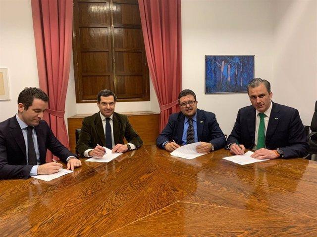 PP y Vox firman el acuerdo para apoyar la investidura de Juanma Moreno