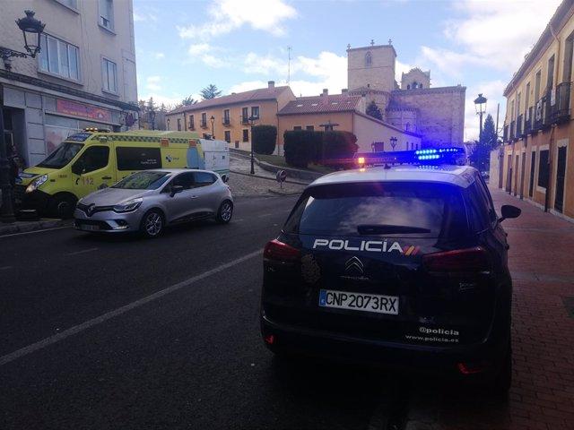 Efectivos de emergencias en el lugar donde ha ocurrido una pelea
