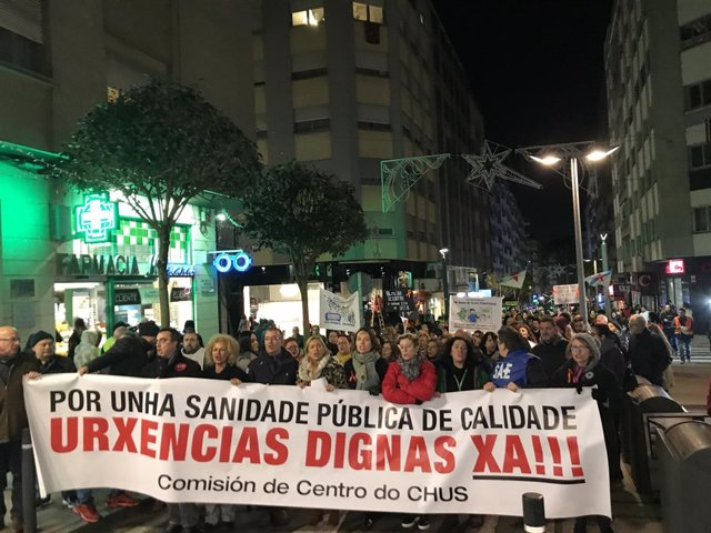 Marcha en Santiago convocada por el comité de huelga de urgencias del CHUS