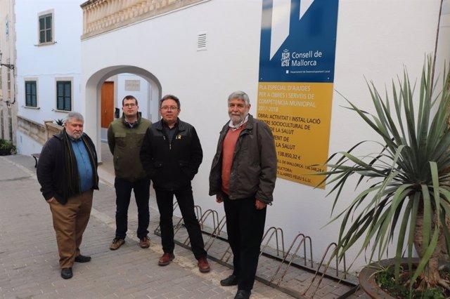 El conseller Joan Font visita las obras de Maria de la Salut
