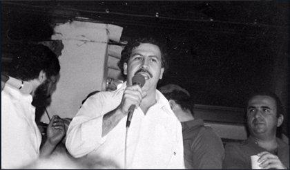 Una discoteca parisina causa indignación por enaltecer la figura de Pablo Escobar