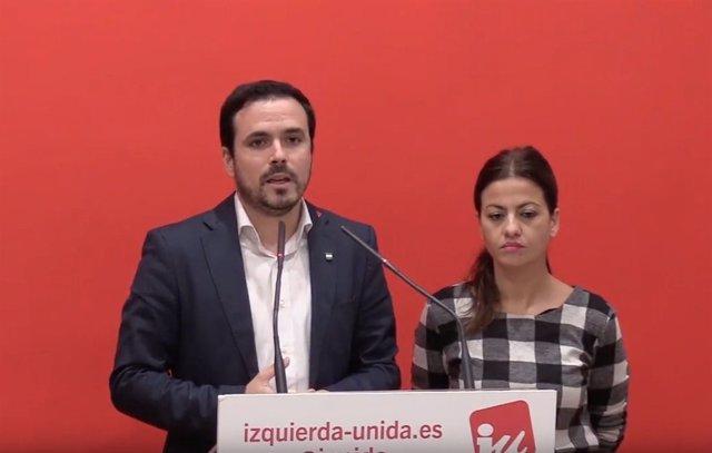 Alberto Garzón, coordinador federal de IU, y Sira Rego, portavoz de la dirección