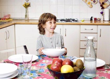 Los padres alimentan a sus hijos en función de la tendencia natural de sus hijos hacia un peso mayor o menor