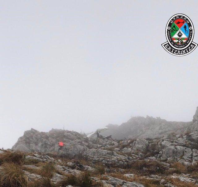 Localizado sin vida el segundo tripulante de la avioneta accidentada en el monte Hernio, en Gipuzkoa