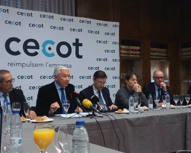 El presidente de Cecot, Antoni Abad, en la comparecencia ante los medios