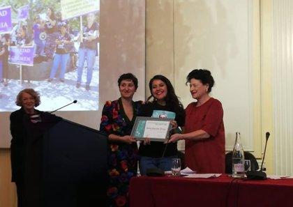 Francia otorga a una activista feminista salvadoreña el 'Premio Simone de Beauvoir por la Libertad de las Mujeres'