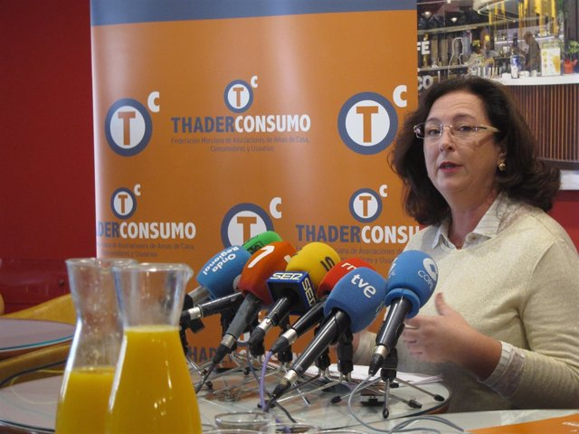Juana Pérez, presidenta ThaderConsumo, en la rueda de prensa
