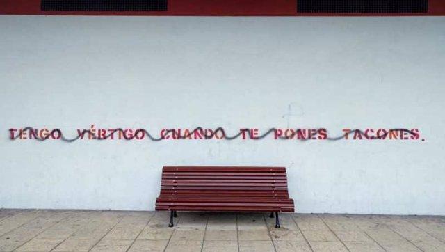 Los vándalos tachan versos callejeros en Soria. 10-1-2019