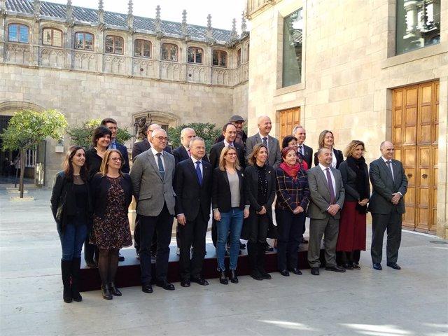 Las conselleras E.Artadi y A.Chacón junto a rectores de universidades