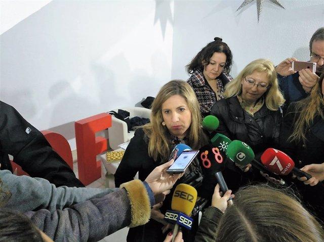Irene García atiende a los periodistas