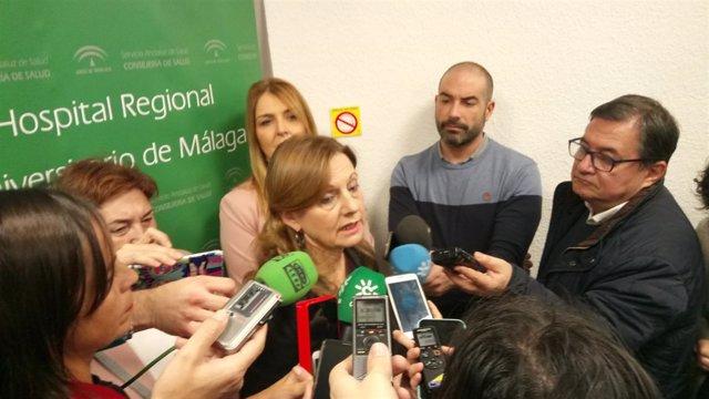 La consejera de Salud, Marina Álvarez, atiende a los medios