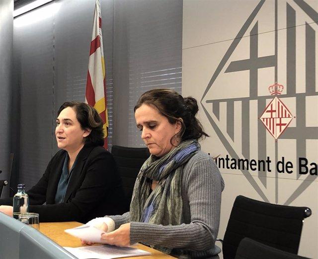 La comisionada de Salud de Barcelona, Gemma Tarafa, y la alcaldesa, Ada Colau