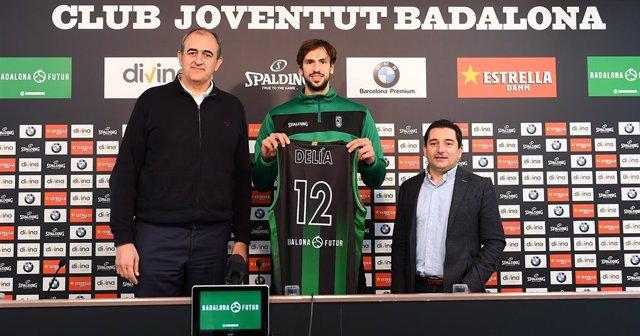 El nuevo jugador del Joventut Marcos Delía en su presentación