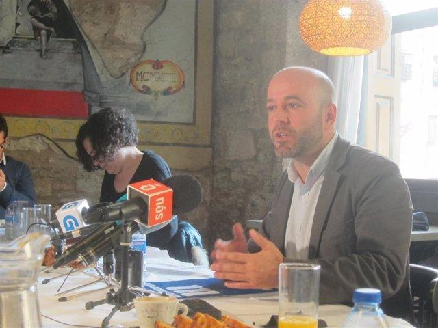 El portavoz de En Marea, Luís Villares, en un desayuno informativo en Santiago
