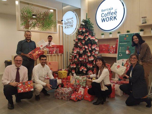 Ibercaja entrega 571 regalos a niños con pocos recursos