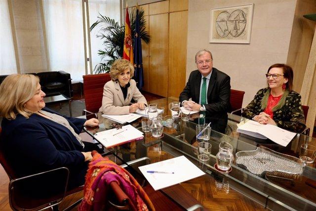 Prensa Aytoleón. Reunión Ministra Sanidad, Consumo Y Bienestar Social (Fotos Cés