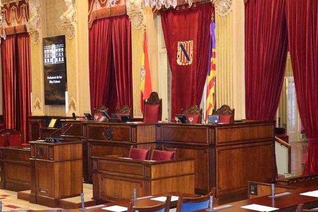 L'Mesa  del Parlament a la sala de plens