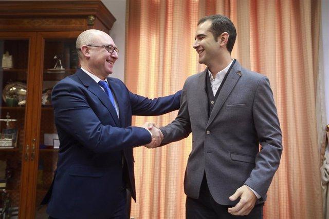 Fernández-Pacheco y García tras la firma del convenio