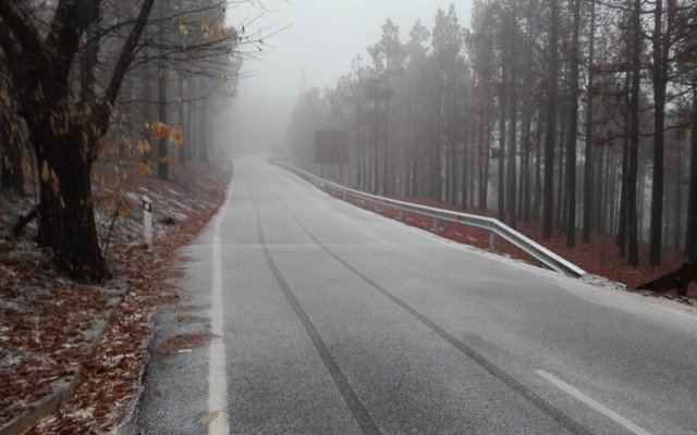 Ola polar de frío y placas de hielo en la carretera: ¿Cómo conducir de forma segura?