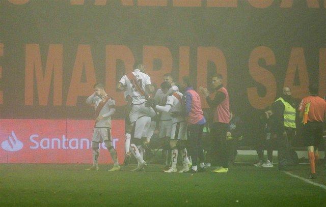 El Rayo Vallecano celebra uno de los goles ante el Levante