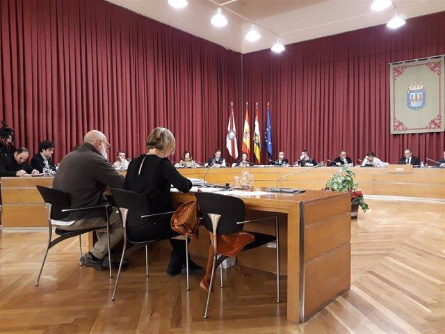 El imán Mohamed del Pozo interviene en el pleno del Ayuntamiento