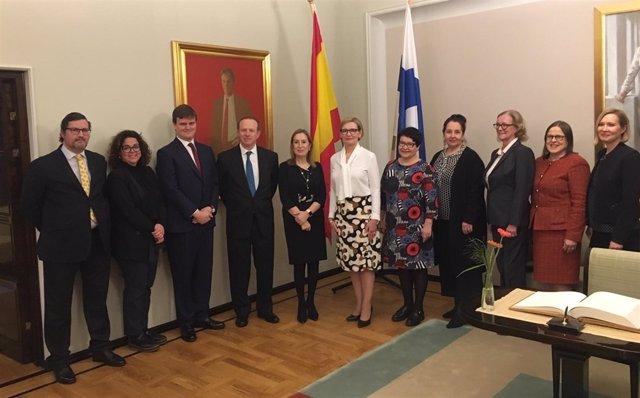 Visita de Ana Pastor al Parlamento de Finlandia