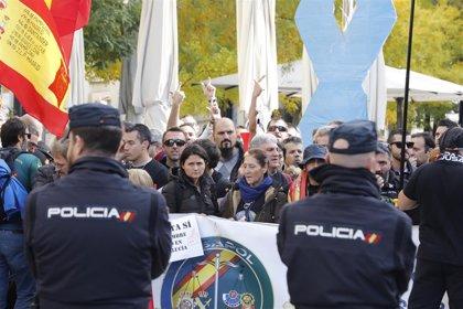 Interior transmite a policías y guardias civiles que tendrán subida salarial aunque no se aprueben los presupuestos