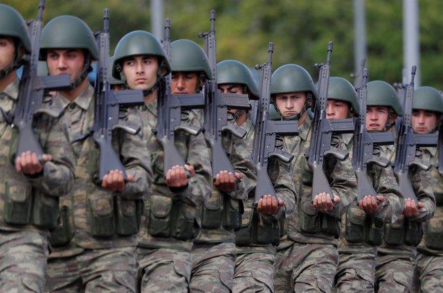 Desfile militar en Estambul