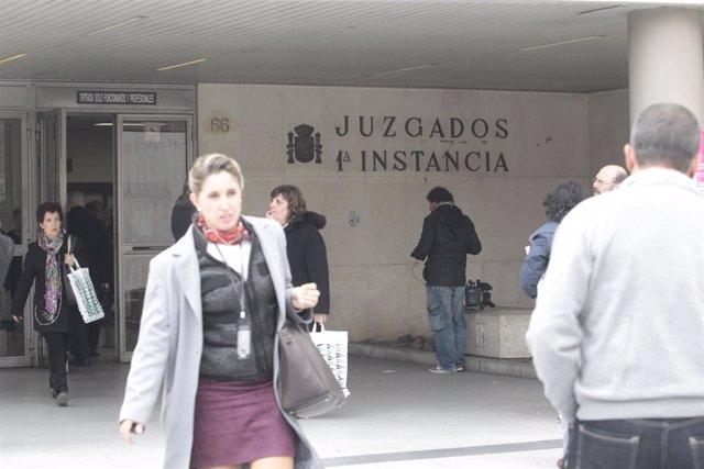 El juzgado archiva la causa contra la venta de 3.000 viviendas públicas de Madrid a un fondo de inversión en 2013