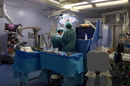 Vall d'Hebron fa la primera operació híbrida en una cardiopatia congènita d'adult a Catalunya