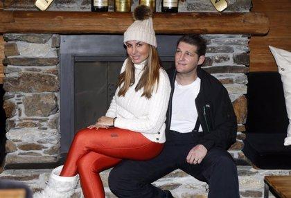 Silvia Casas y Manu Tenorio, una pareja feliz en la nieve