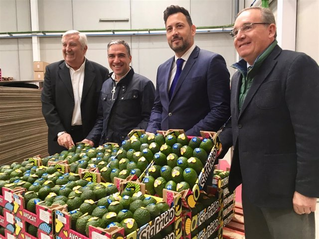 Sigfrido Fruit recibe placa sabor a málaga nuevas instalaciones velez