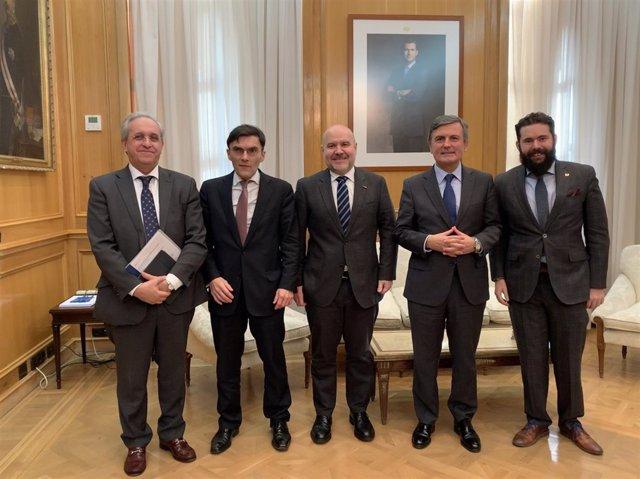 Acuerdo entre ENAIRE, CERMI, la Fundación ONCE y FEACEM sobre accesibilidad