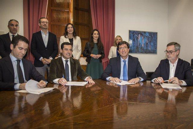 PP y Cs firman un acuerdo para investir a Moreno presidente de la Junta