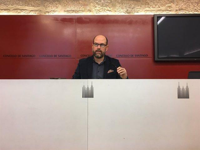 El alcalde de Santiago de Compostela, Martiño noriega, en rueda de prensa