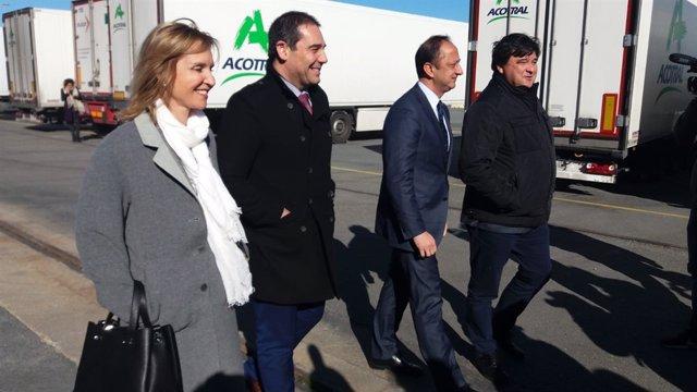 El delegado del Gobierno en Andalucía visita el Puerto de Huelva.