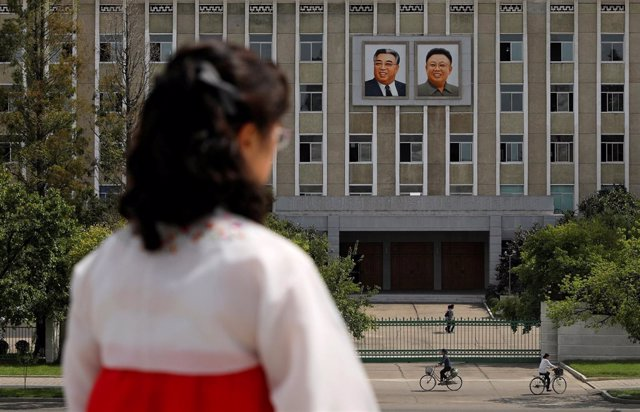 Retratos de Kim Il Sung y Kim Jong Il en Pyongyang